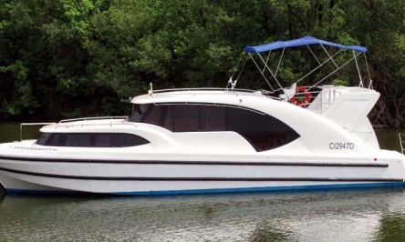Houseboats And Speed Boats For Sale: Find What You Want